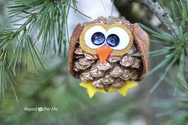 25 increibles  adornos de navidad hechos a mano - buho hecho con pinas