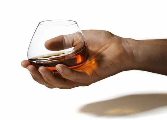 copa-cognac-elegante-minimalista-3