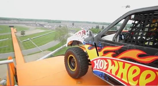 hot-wheels-record-mundial-salto-pista