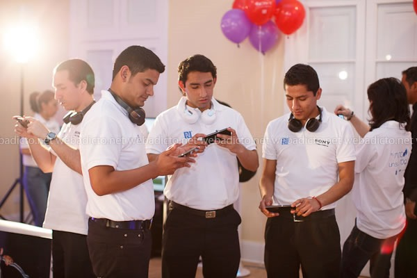 Lanzamientos Sony 2013: Nuevos Equipos con Tecnología One Touch NFC - Exhibición de Productos