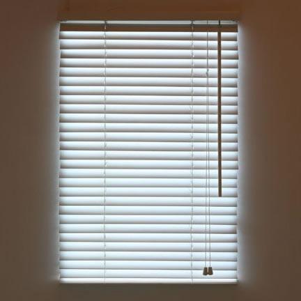 persiana-decorativa-con-luz-led-incorporada